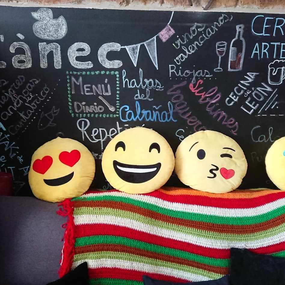 emojis sofa